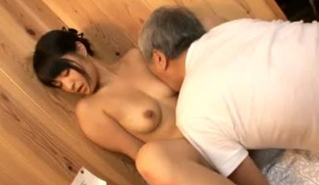 Horny Old Guy Fucks Sexy Japanese Girls – 日本のポルノ